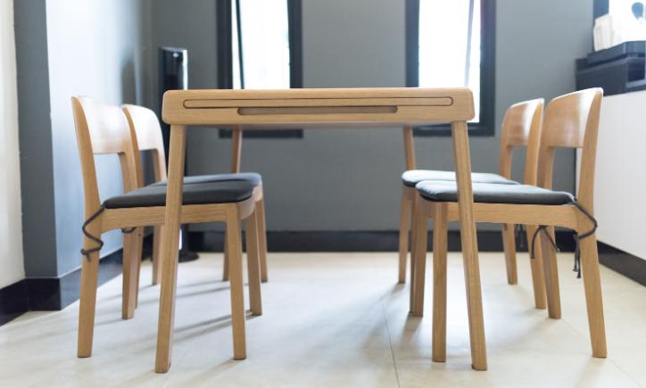 ต๊ะทานอาหาร/เก้าอี้